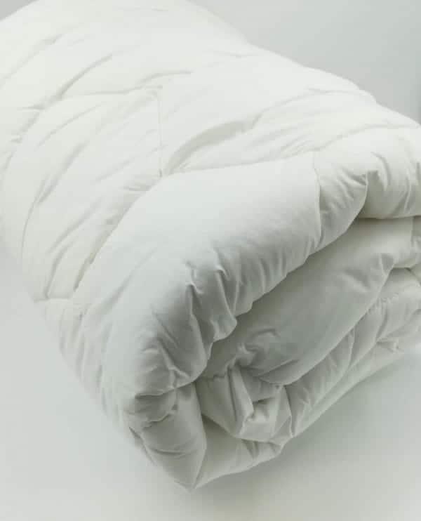 nouveau couette d 39 t 200 gr m en fibre creuse tr s l g re confort a rien. Black Bedroom Furniture Sets. Home Design Ideas